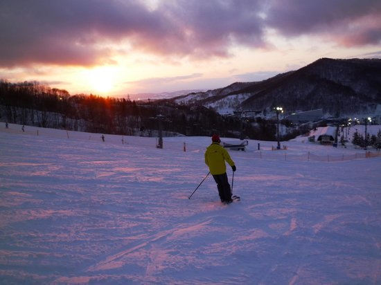Mount Racey : 夕陽の中を滑るのは最高