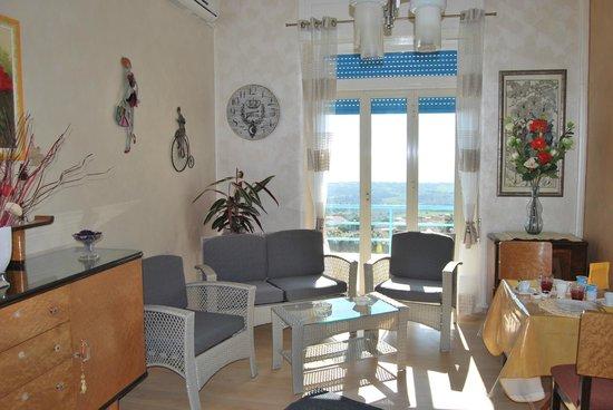 La Finestra Sulla Valle : Living Room