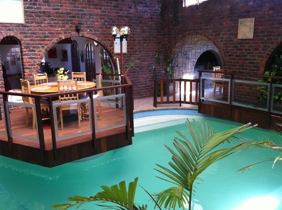 Dolphin View Guesthouse : Breakfast aera and Pool