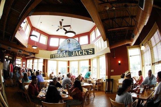 Federal Jacks Restaurant and Brewpub: Restaurant area