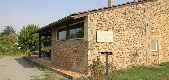 Domaine Les Messauts: Vue sur la façade avant