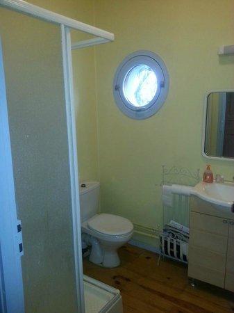 Chambres d'Hotes de la Pepiniere : salle de  bains