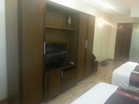 Splendid Star Grand Hotel: tv cabinet and nice ambience