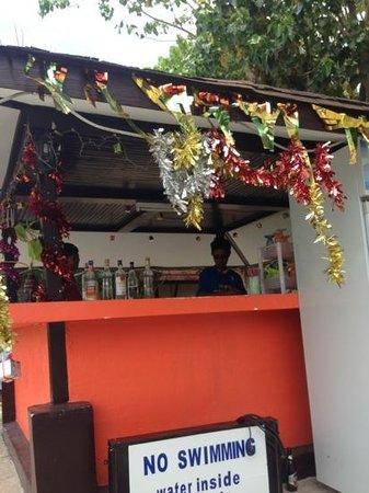 fantastic bartender at phi phi viewpoint resort