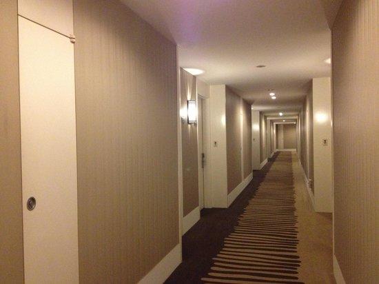 The Suites Hotel: Corridor