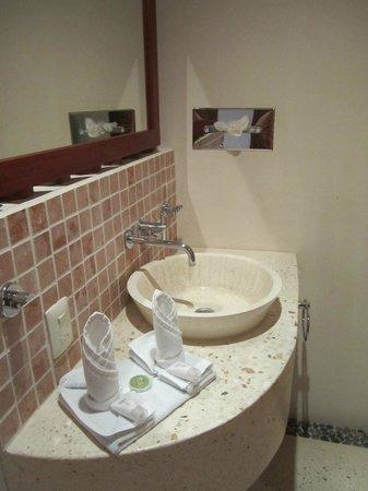 Hotel Okaan Restaurant: ein Teil des Bads