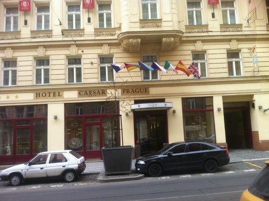 Hotel Caesar Prague: Front of Hotel