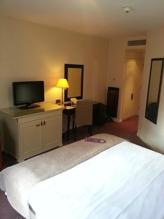 Woughton House - MGallery by Sofitel (was Mercure Parkside House): Room 33 Bedroom photo 2