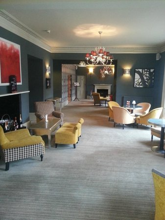 Woughton House - MGallery by Sofitel (was Mercure Parkside House): Lounge area next to bar