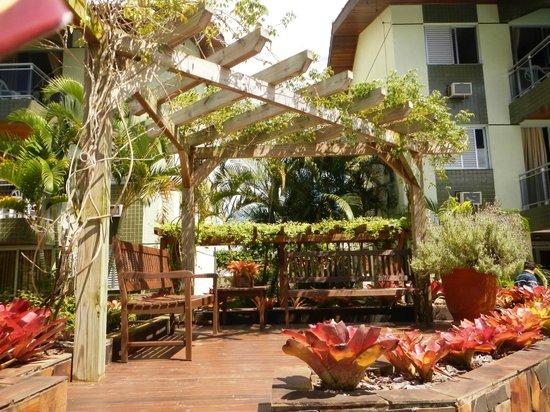 fotos jardins piscinas:Foto de Belluno Apart Hotel : jardins na piscina