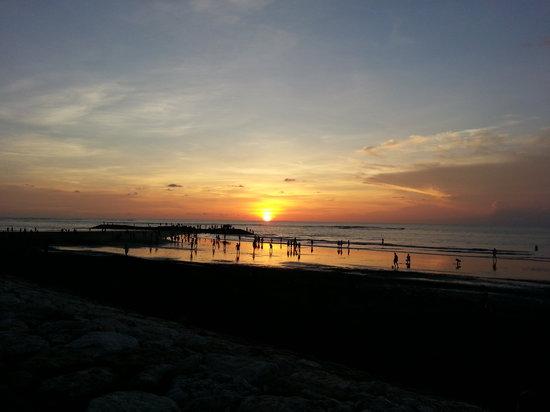 Bali Garden Beach Resort: Kuta sunset