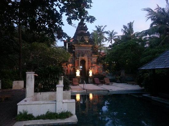 Bali Garden Beach Resort: Adult pool at dusk