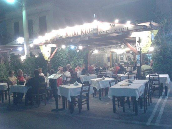 Apagio Taverna night