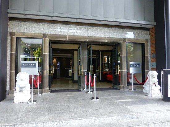 Pullman Auckland: Entrance