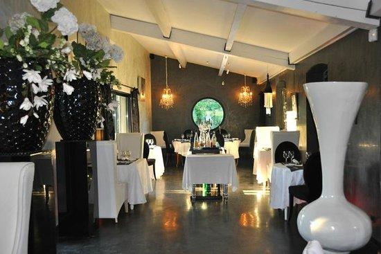 La Louisia : this amazing dining room.