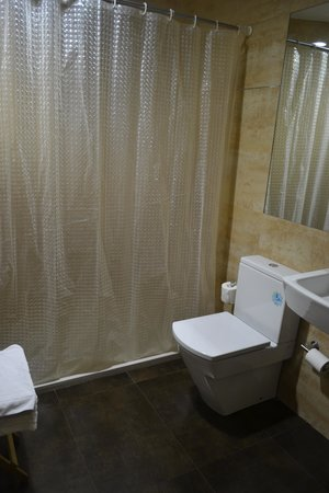 Hotel Lloret Ramblas: Bathroom - Great shower head!