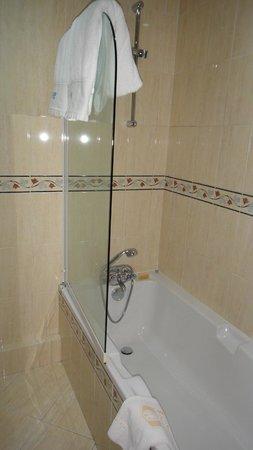 Hotel Astrid: Vasca da bagno
