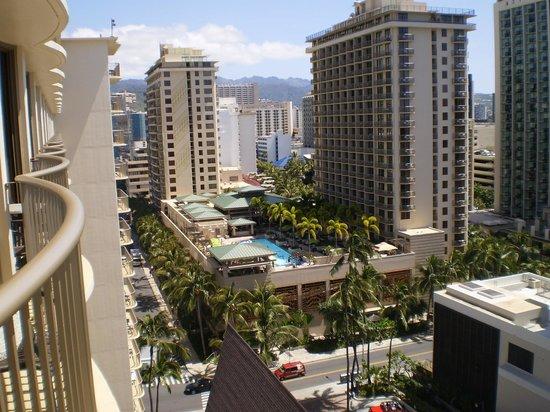Outrigger Reef Waikiki Beach Resort: 部屋から見える市内の様子です。