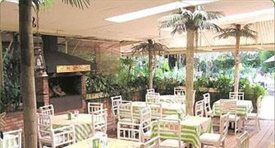 The verandah garden restaurant nairobi nairobi central for Pool garden restaurant nairobi