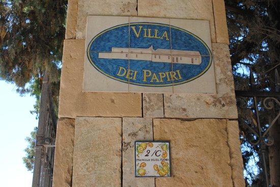 Villa dei Papiri: entrée de l'hôtel