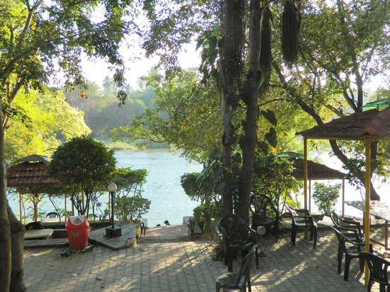 Amblee Holiday Resort: River from restaurant