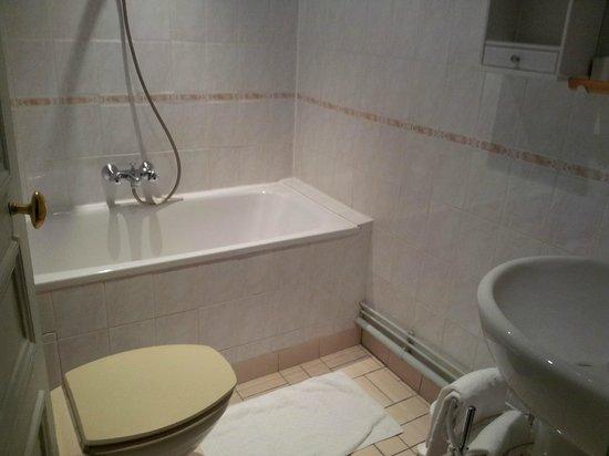 Nouvel Hotel: Salle de bain