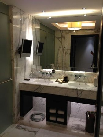 The Sands Macao: marble bathroom