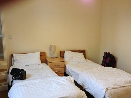Earls Court Studios: Room 16 Beds