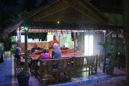 le Flammekueche Samui: restaurant la nuit