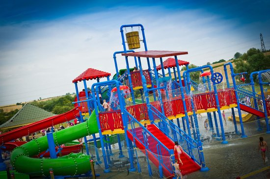 Twinlakes Park: East Midland's Biggest outdoor water park