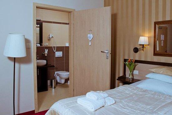 Amber Hotel: Room