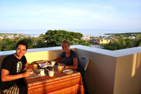 Galapagos Eco Friendly: Breakfast area