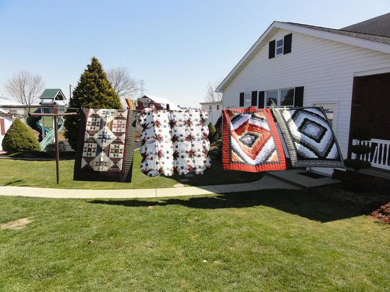 Riehl's Quilts and Crafts: Quilts