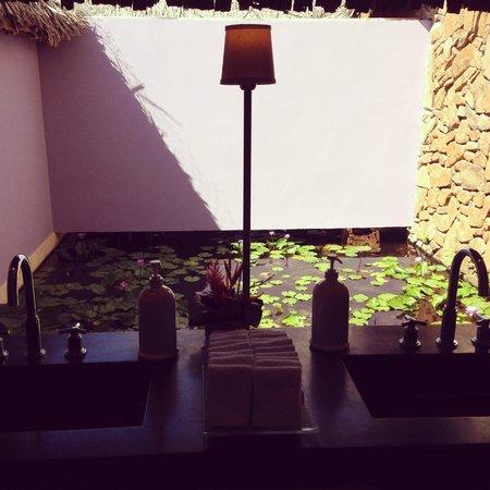 Four Seasons Resort Bora Bora: Hotel Bathroom