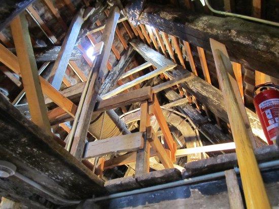 Museumshaus Stralsund : Original wooden hoisting wheel