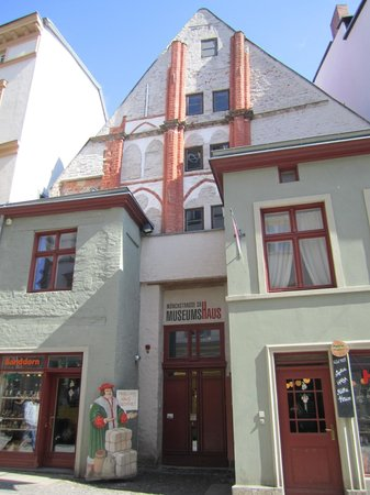 Museumshaus Stralsund : The museums entrance with shops