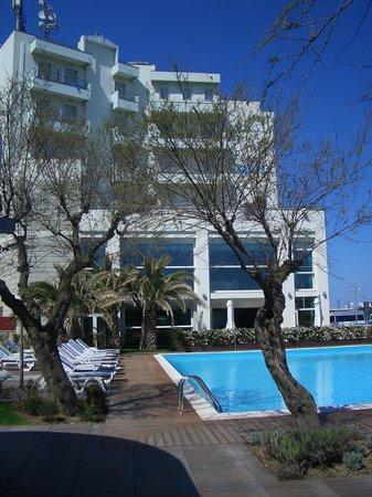 Hotel Sarti: Hotelansicht vom Garten