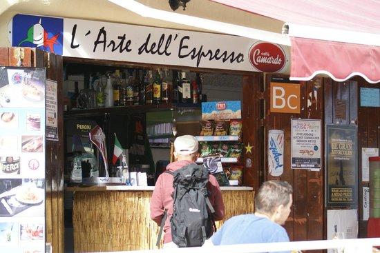 Lo Squalo Surf Bar: L'Arte dell'Espresso...davvero appropriato!