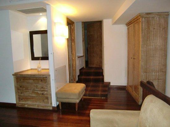 Grand Hotel Minerva: piso superior: sla de estar + habitación + baño