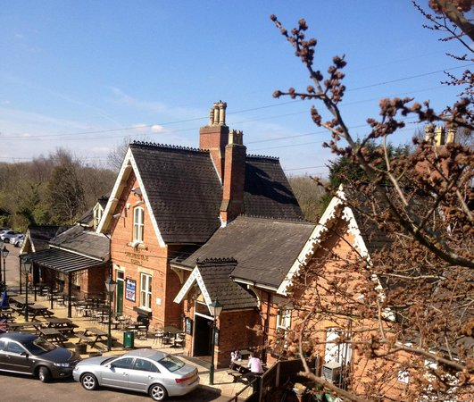 The Cheshire Line Tavern: Down the dip from the access road