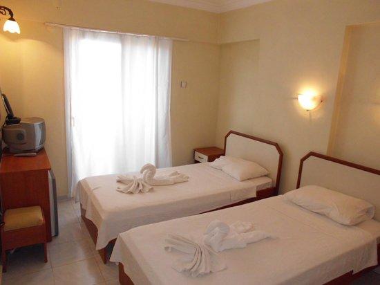 Hotel Ksantos: Zimmeraussicht  zwei bett zimmer
