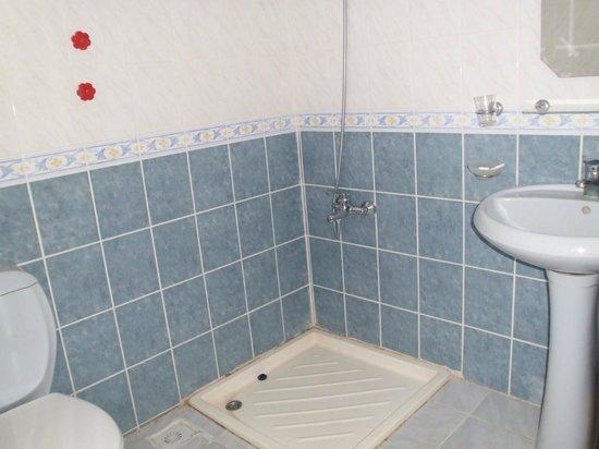 Hotel Ksantos: Bad WC
