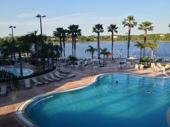 Bluegreen Fountains Resort: Indoor/outdoor pool between buildings 3 & 4