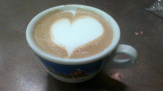 Cappuccino & Espresso Course & Tour: corso cappuccinio latte art.