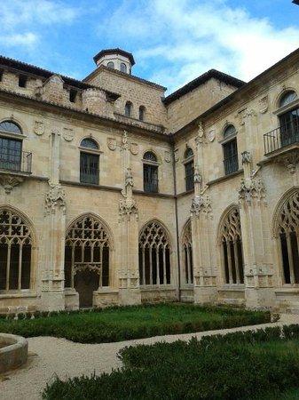 Ona, إسبانيا: Monasterio de San Salvador de Oña - cloister
