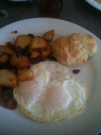 Peach Valley Cafe: Eggs, Home Fries, Biscuit