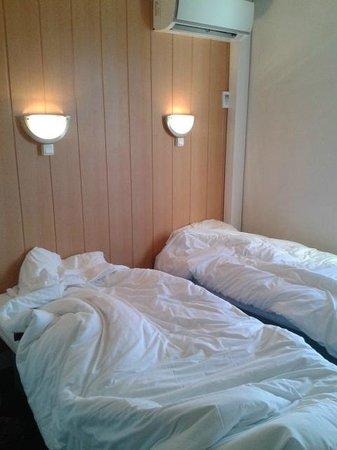 Fasthotel Clermont-Ferrand Gerzat : Las 2 mini-camas