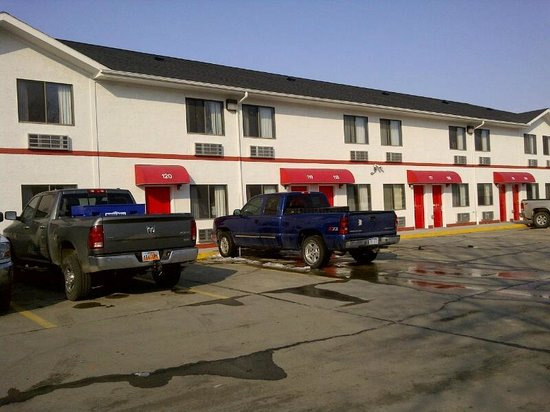 Econo Lodge: main floor rooms have their own private entrances