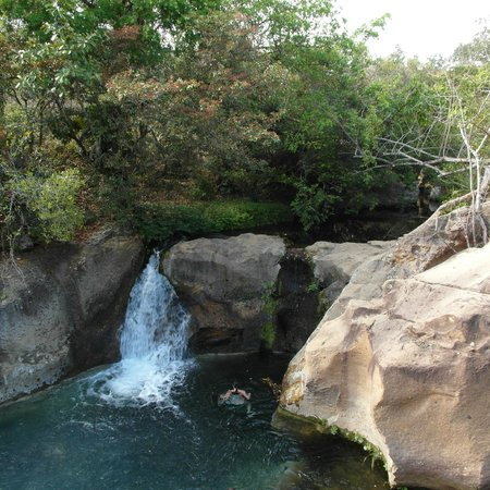 Hacienda Guachipelin: Nearby waterfall