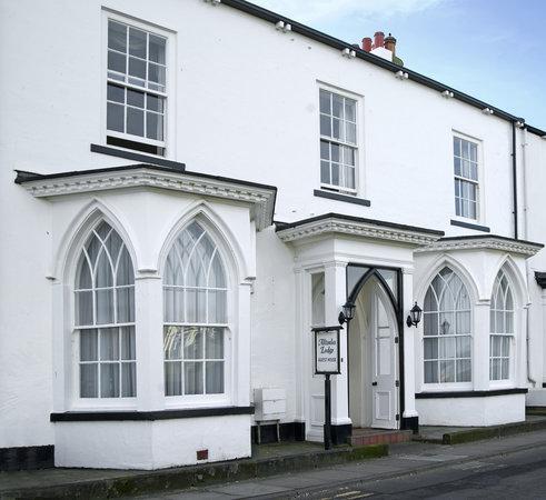 Altonlea Lodge Guest House: Side view of Altonlea